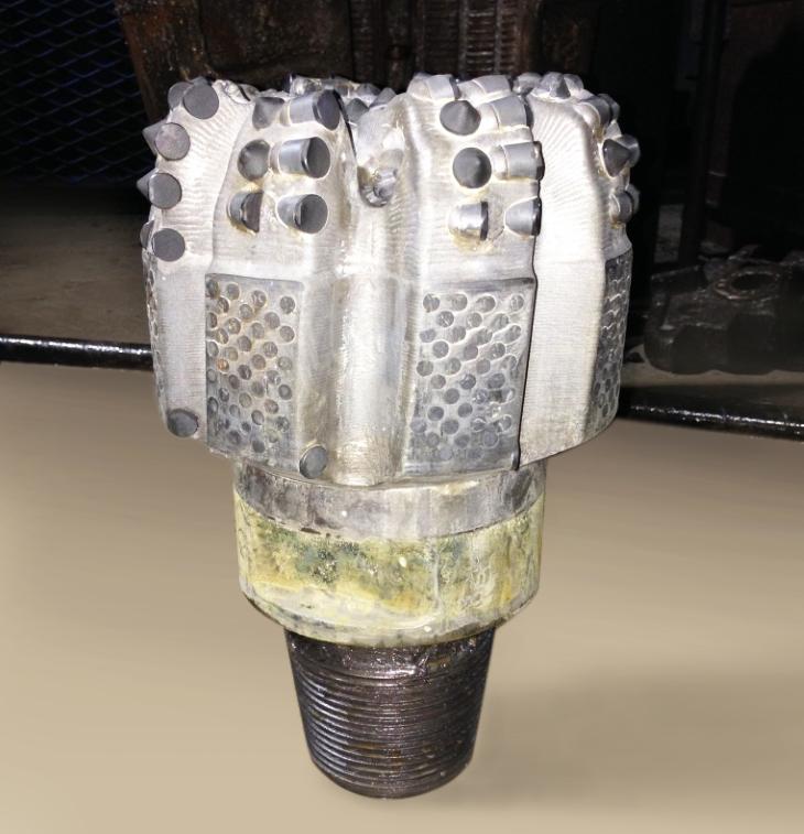 Алмазное долото для бурения нефтяных скважин фото